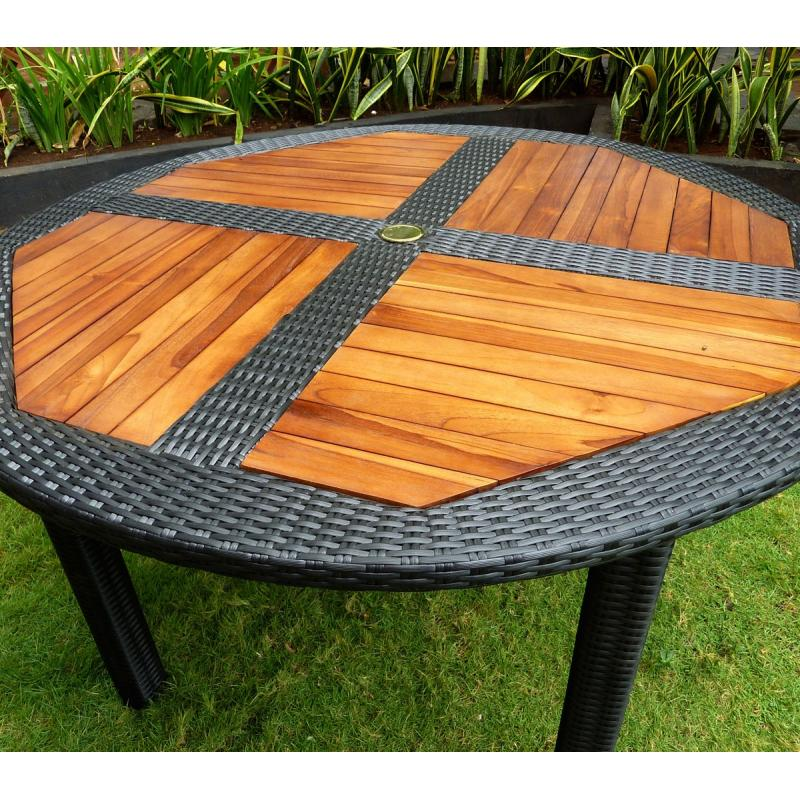 Table de jardin en teck en r sine tress e ronde pliante for Table exterieur resine tressee
