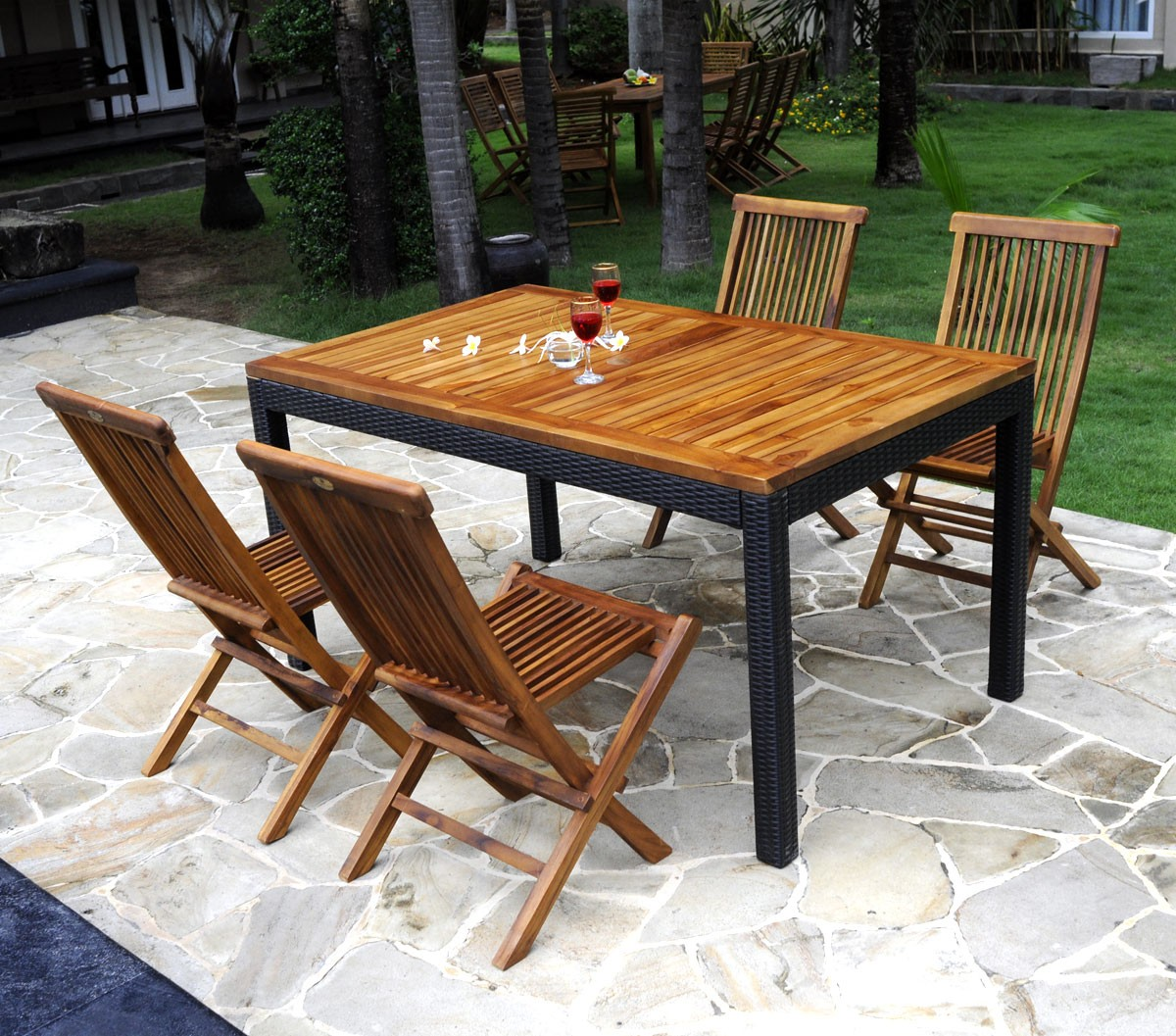Un ensemble complet en r sine tress e de 4 chaises et une table en teck - Table chaise resine tressee ...