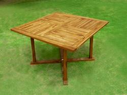table carrée en teck huilé