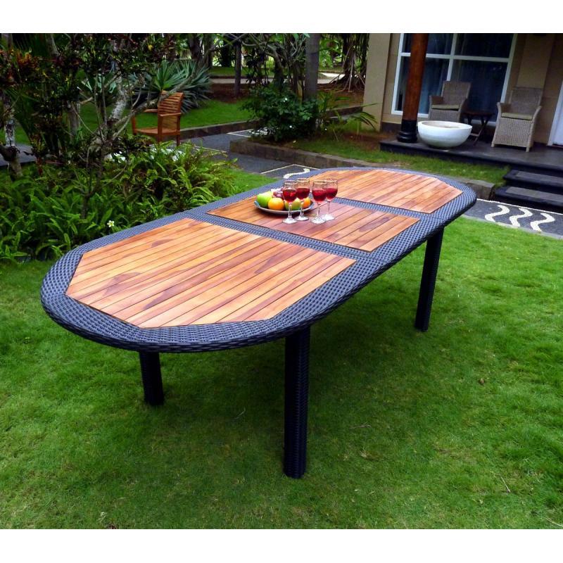 Table en teck en résine tressée pour votre jardin