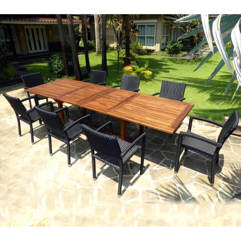 composé de 8 fauteuils de jardin en résine tressée et d\'une table XXL