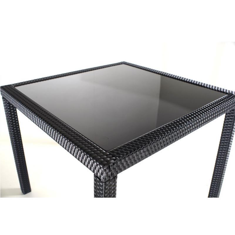 Table en résine tressée et verre de jardin