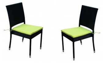 chaise en résine tressée noire